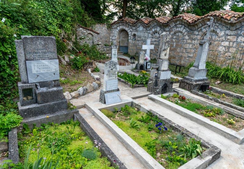Cementerio monástico en el monasterio de Sokolinsky en Bulgaria foto de archivo