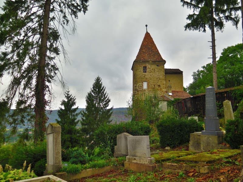Cementery με μια άποψη στοκ φωτογραφίες με δικαίωμα ελεύθερης χρήσης