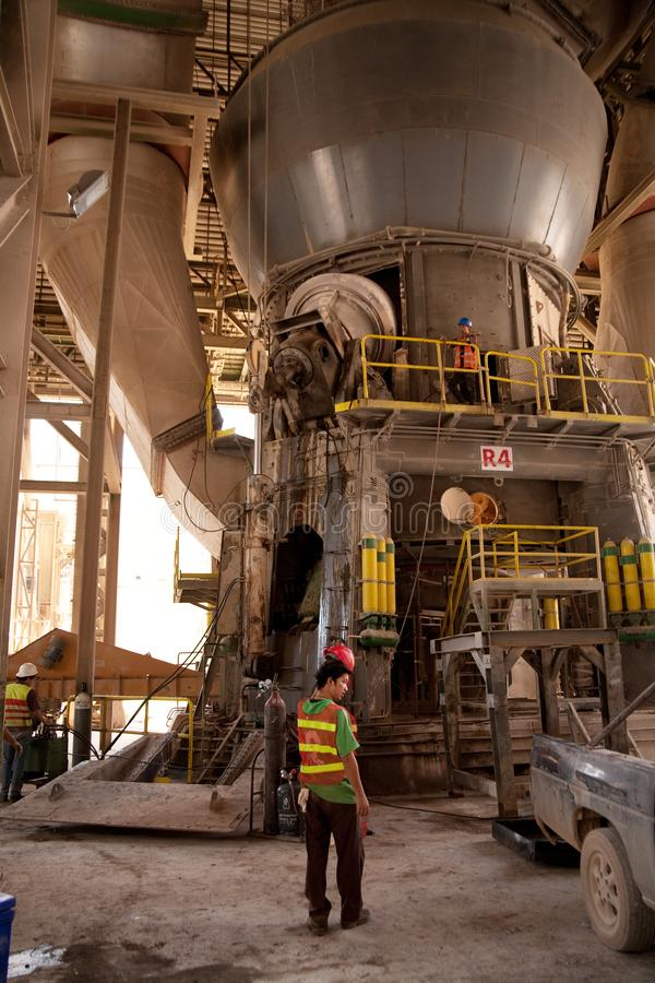 Cementfabriksarbetare royaltyfria foton