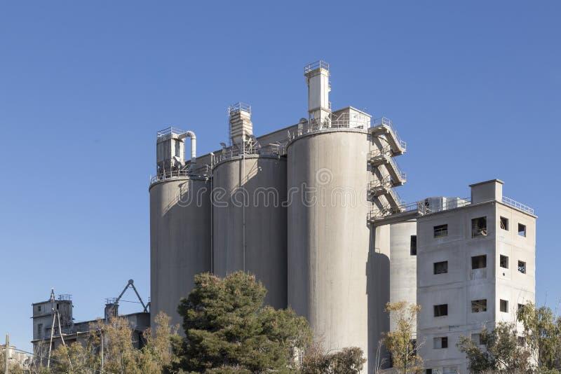 Cementi la fabbrica in Puerto il de Sagunto, Valencia, Spagna fotografia stock libera da diritti