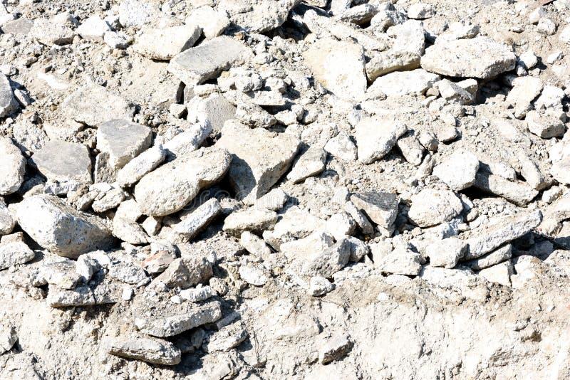 Cemento roto escombros incondicionales de la roca imagen de archivo