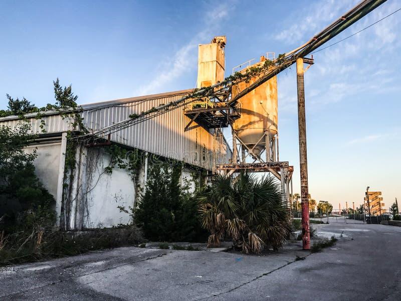 Cemento Silo del abandono en Port Royal, Carolina del Sur foto de archivo libre de regalías