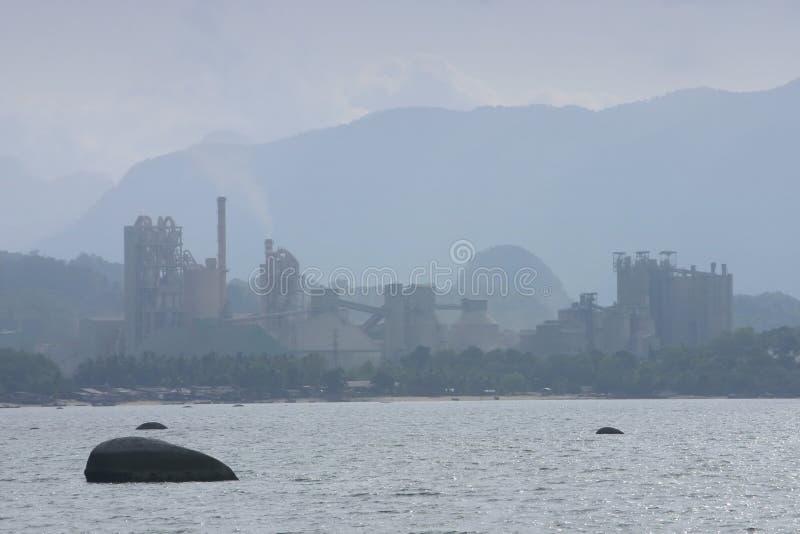 cementowa brzegowa fabryki zdjęcia stock
