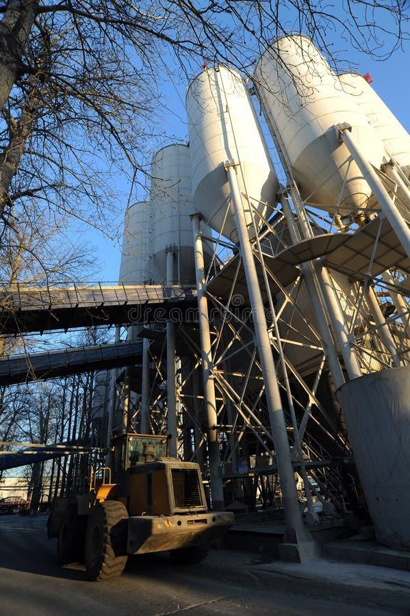 Download Cementowa fabryka zdjęcie stock. Obraz złożonej z wyobrażalny - 28952822