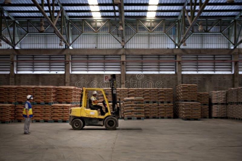 Cementowi pracownicy fabryczni zdjęcie stock