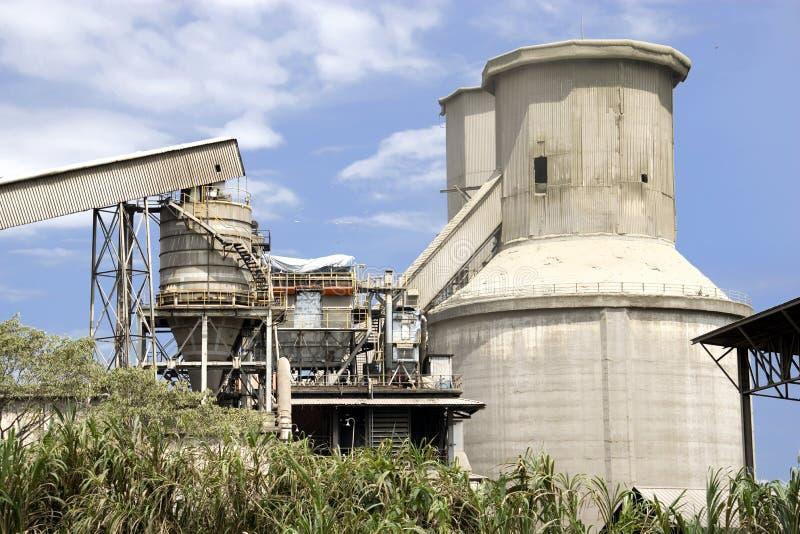 cementowi silosów przetwórni obrazy stock