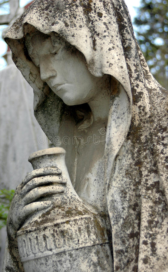 Free Cemetery Statue Of A Woman Royalty Free Stock Photos - 35187768
