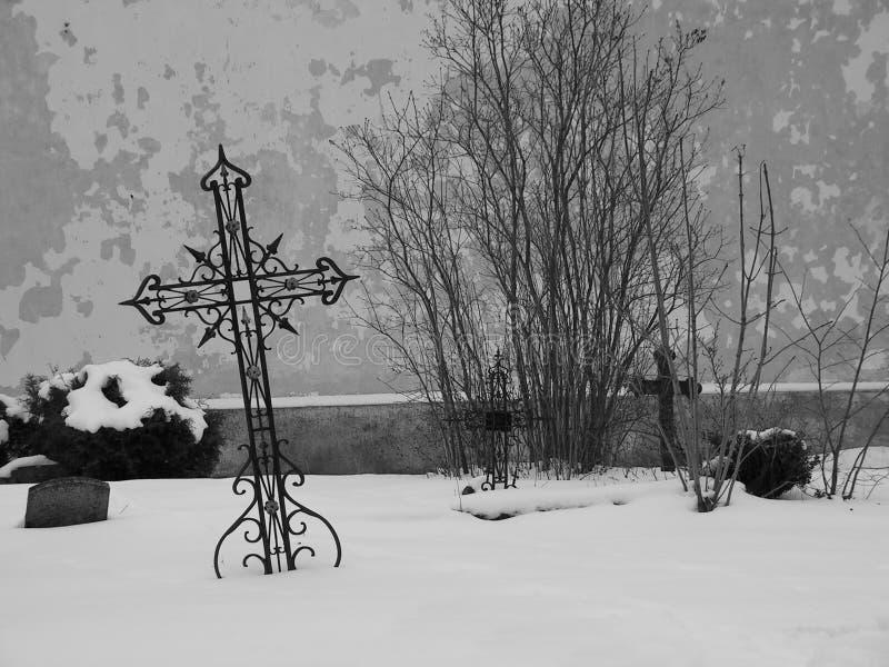 Download Cemitério foto de stock. Imagem de cruzes, morte, mourn - 528318