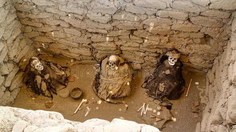 Cemitério antigo da civilização do nazca do preinca de Chauchilla, Nazca, Peru imagem de stock
