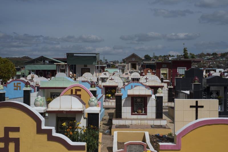 Cemitério budista e cristão em Pleiku, Vietname fotos de stock royalty free