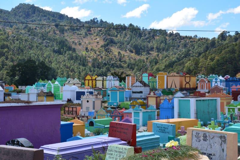 Cemitério colorido na Guatemala de Chichicastenango fotos de stock royalty free