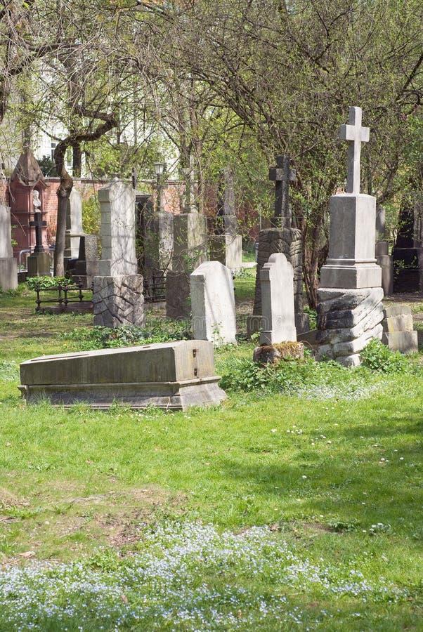Cemitério com cruzes foto de stock