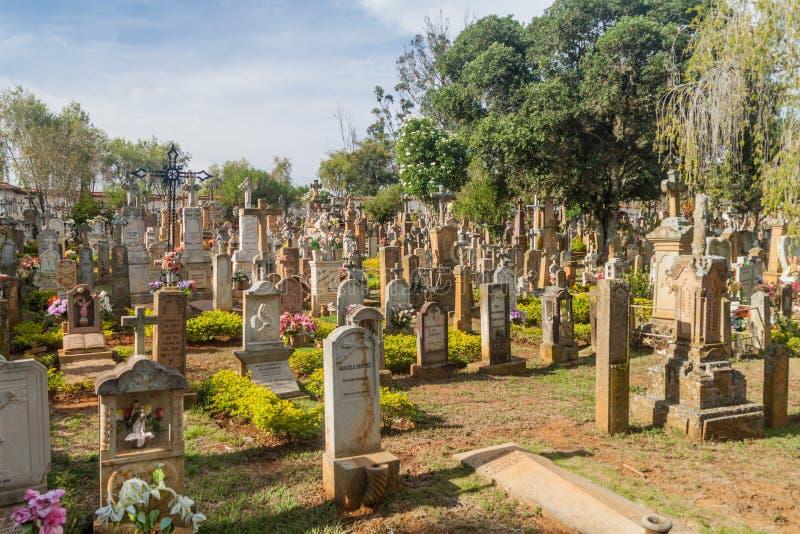 Cemitério com lápides do arenito foto de stock