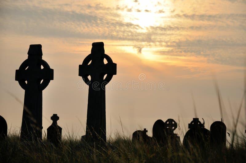 Cemitério da Irlanda no por do sol 2 fotos de stock