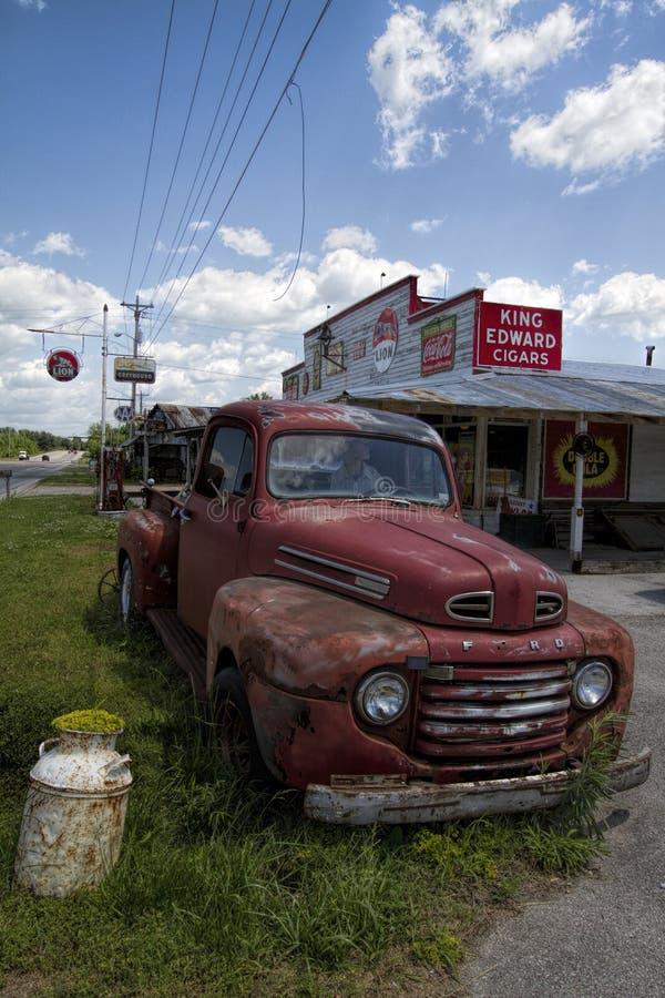 Cemitério de automóveis velho Rusty Pickup Truck fotografia de stock