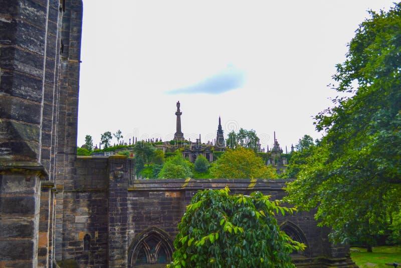 Cemitério de Glasgow Necropolis na frente de Glasgow Cathedral, dentro imagem de stock royalty free