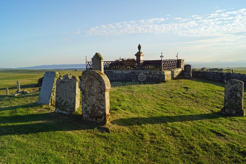 Cemitério de Kilmuir, sepultura do ` s de Flora MacDonald imagens de stock