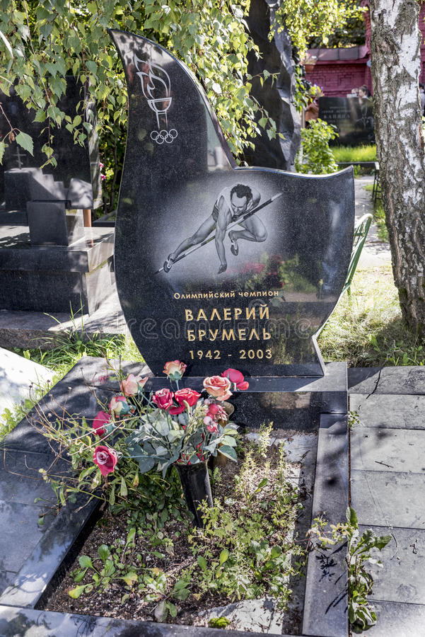 Cemitério de Novodevichy Campeão olímpico grave Valery Brumel fotos de stock royalty free