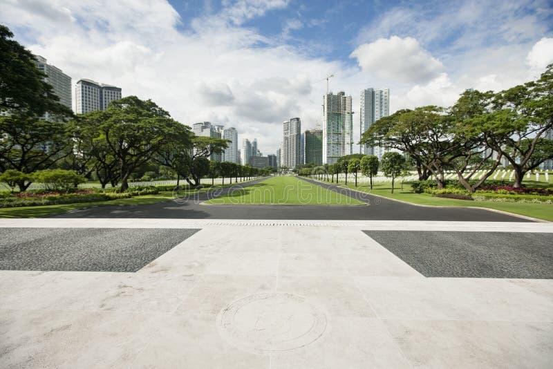 Cemitério e memorial americanos de Manila com arquitetura da cidade, Manila, Filipinas foto de stock
