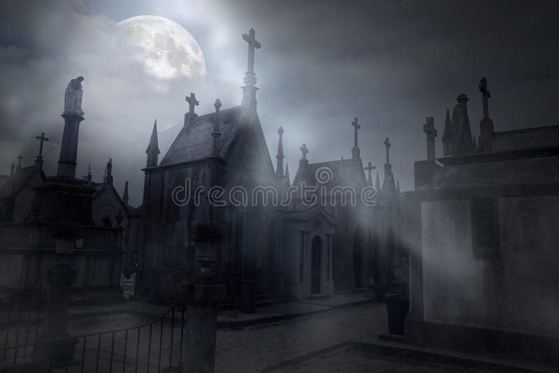 Cemitério em uma noite nevoenta da Lua cheia ilustração stock