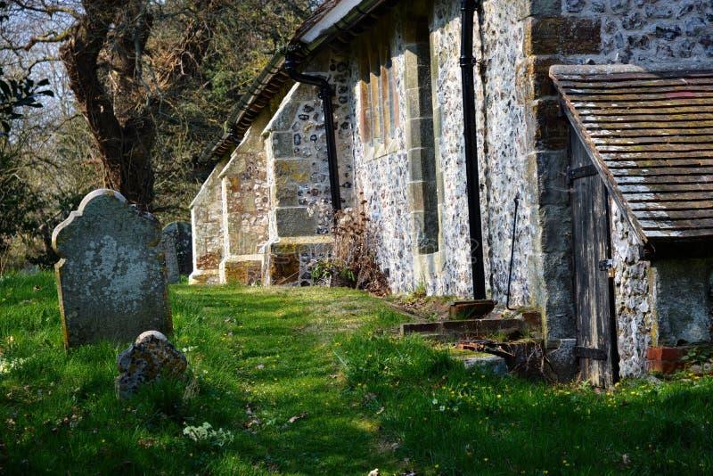 Cemitério, igreja de Selmeston, Sussex, Reino Unido imagem de stock