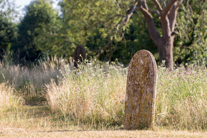 Cemitério inglês pitoresco do campo Churchy rural antigo imagem de stock