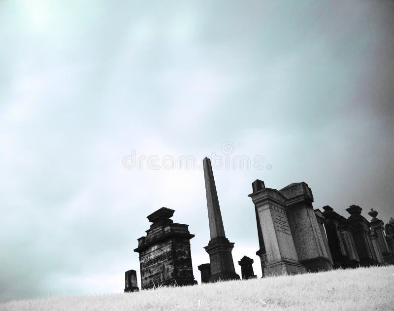Cemitério no infravermelho fotografia de stock royalty free