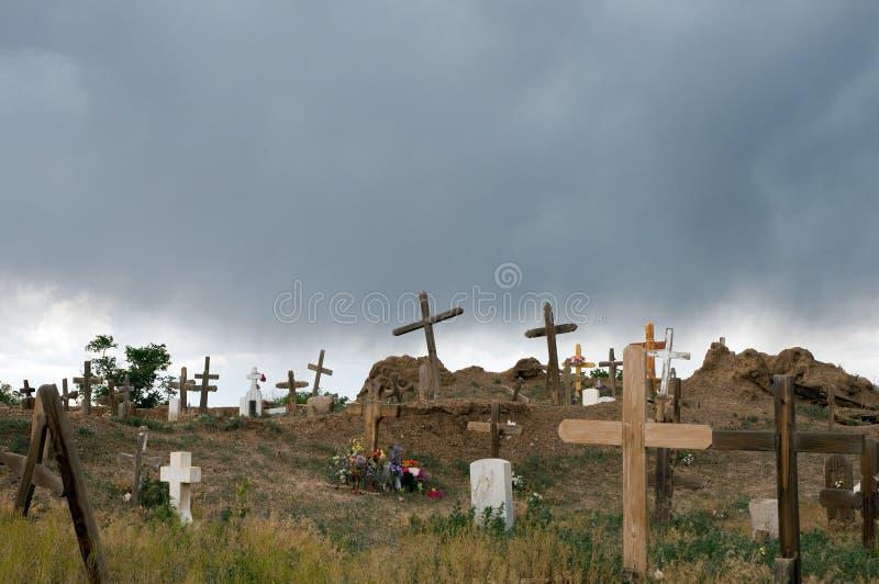 Cemitério velho na tempestade imagens de stock