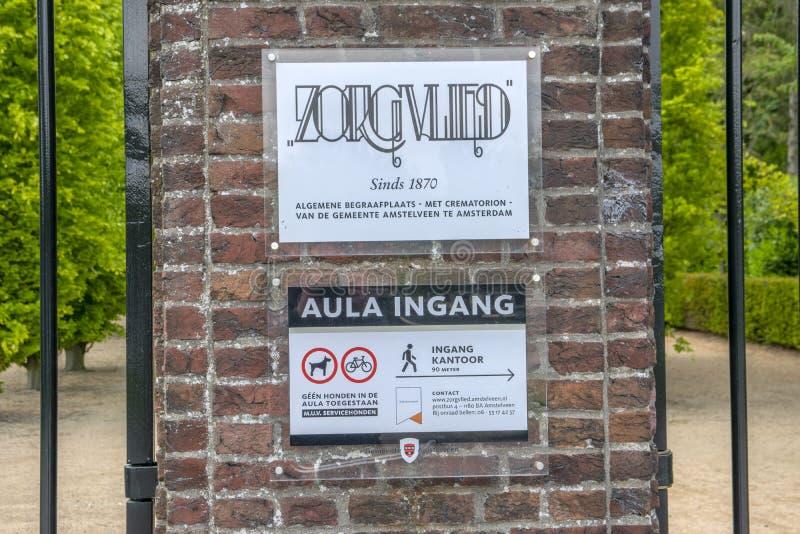 Cemitério Zorgvlied do quadro de avisos em Amstelveen os Países Baixos 2019 imagem de stock