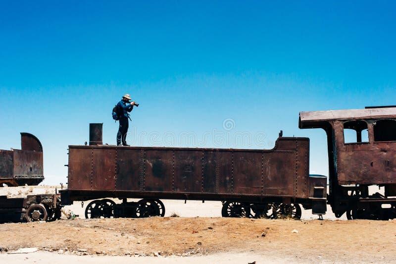 Cemit?rio do trem no deserto de Uyuni em Bol?via Tur imagem de stock
