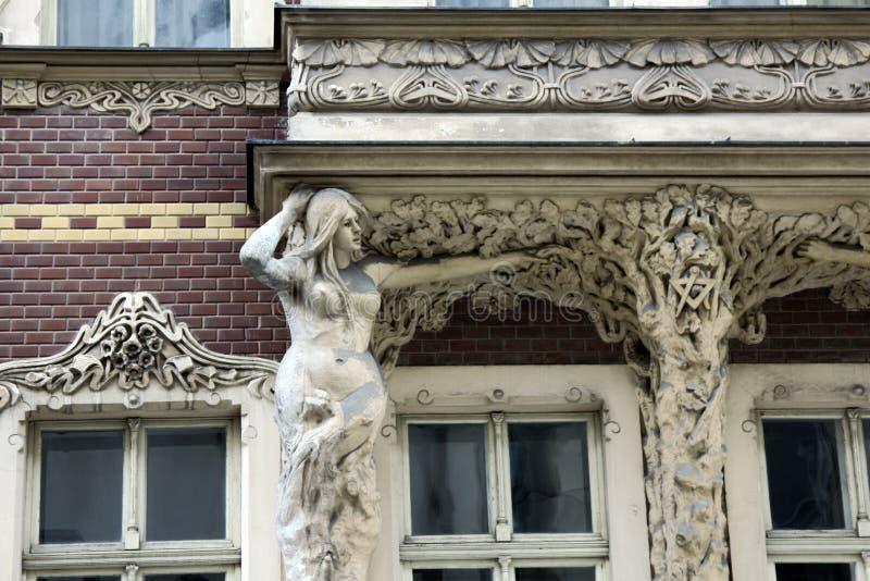 Cenário arquitetónico dos balcões e dos patamar antigos fotos de stock