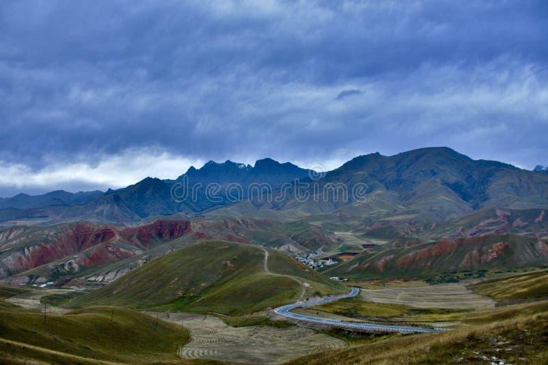 Cenário bonito da montanha da neve foto de stock