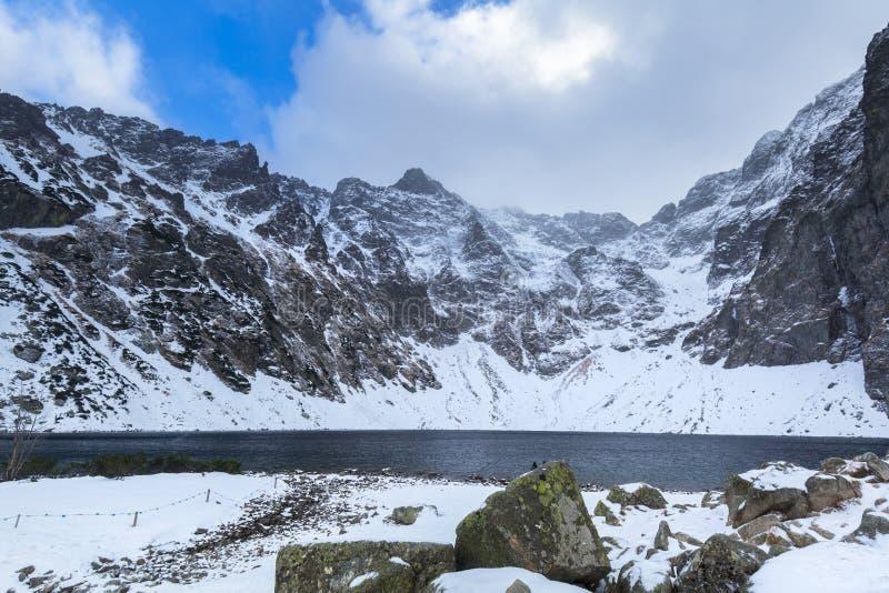 Cenário bonito das montanhas de Tatra na lagoa preta fotos de stock