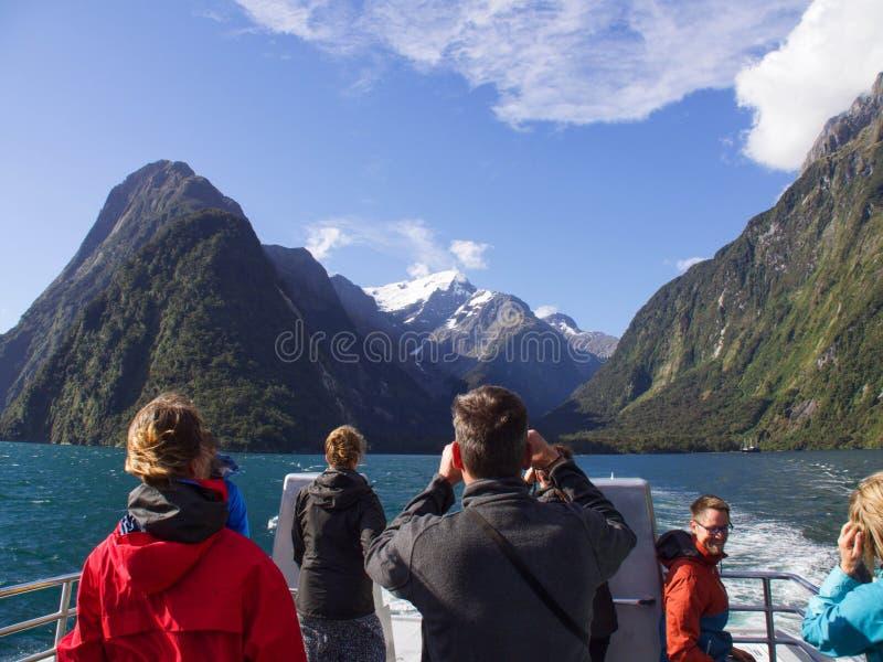 Cenário bonito de Milford Sound em Nova Zelândia imagem de stock