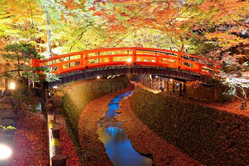 Cenário bonito do outono de um jardim japonês em Kitano Tenmangu Shrine Temple em Kyoto Japão imagens de stock