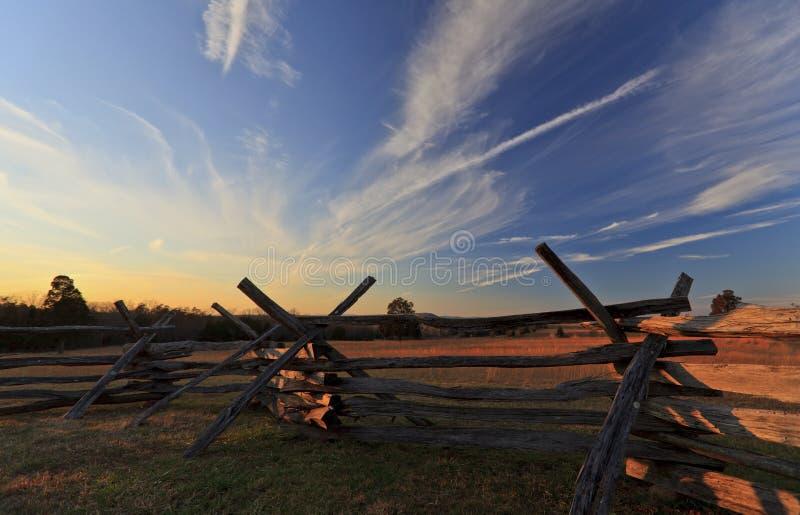 Cenário Calmo Rural Com O Céu Azul Profundo Imagens De Stock