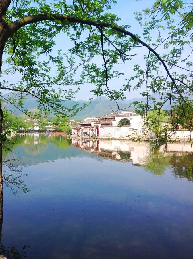 Cenário característico da cidade pequena da paisagem do turismo das construções históricas fotos de stock
