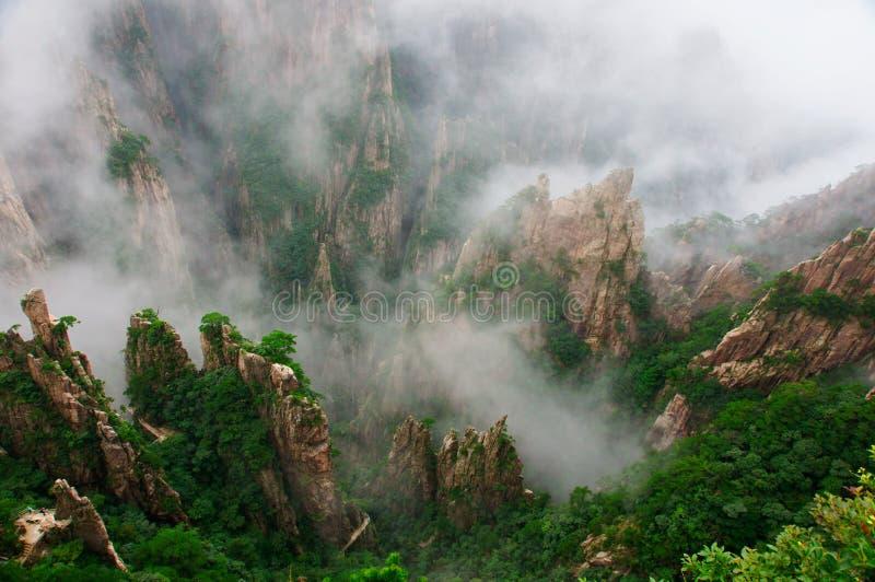 Cenário da montanha de huangshan de China fotos de stock royalty free