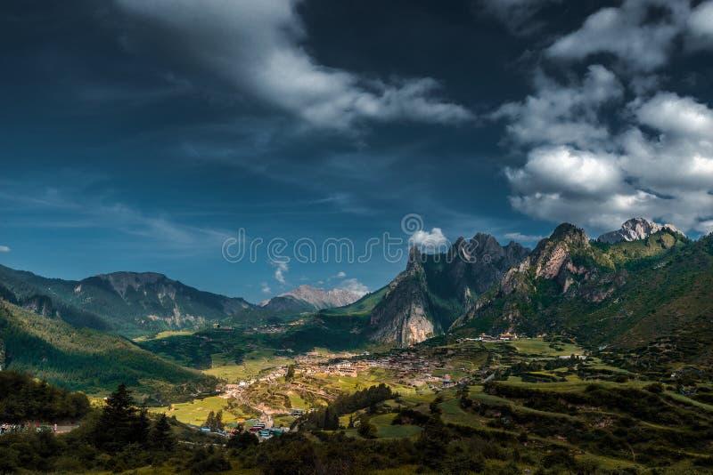 Cenário da montanha de Zhajana fotografia de stock royalty free