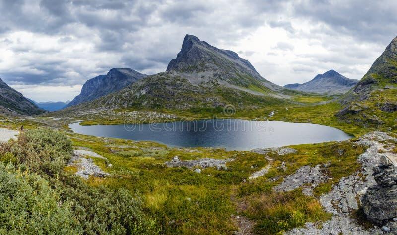 Cenário da montanha do verão perto de Trollstigen, Noruega imagem de stock royalty free
