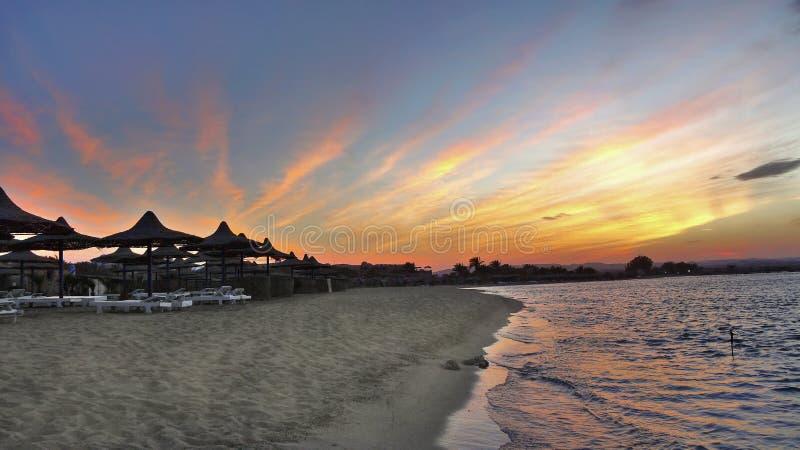 Cenário da praia da manhã imagens de stock royalty free