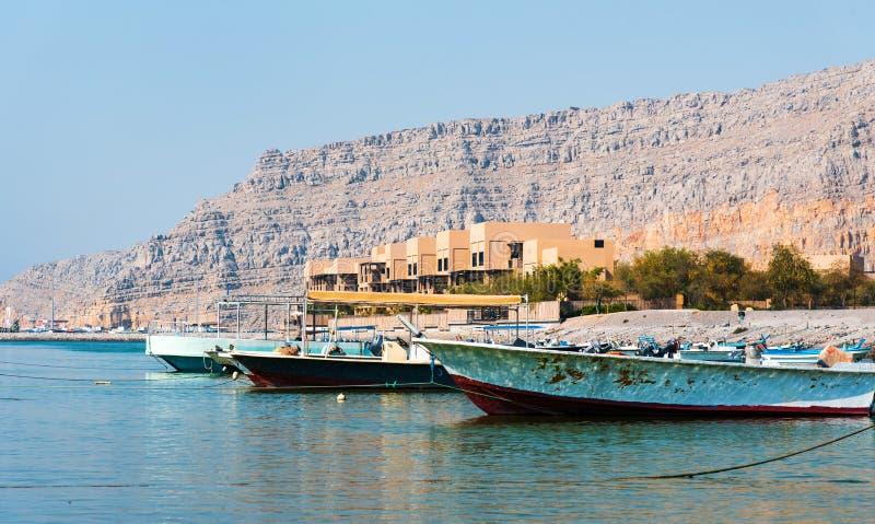 Cenário da rocha da angra e do deserto da cidade de Khasab em Omã fotografia de stock