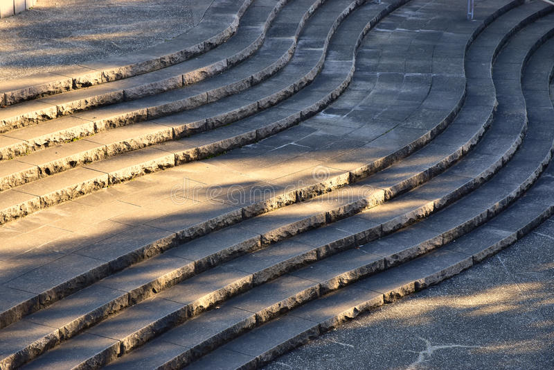 Cenário das escadas da forma da onda do parque imagens de stock royalty free