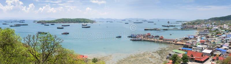 Cenário de alto ângulo em Koh Si Chang, Chon Buri, Tailândia imagem de stock royalty free