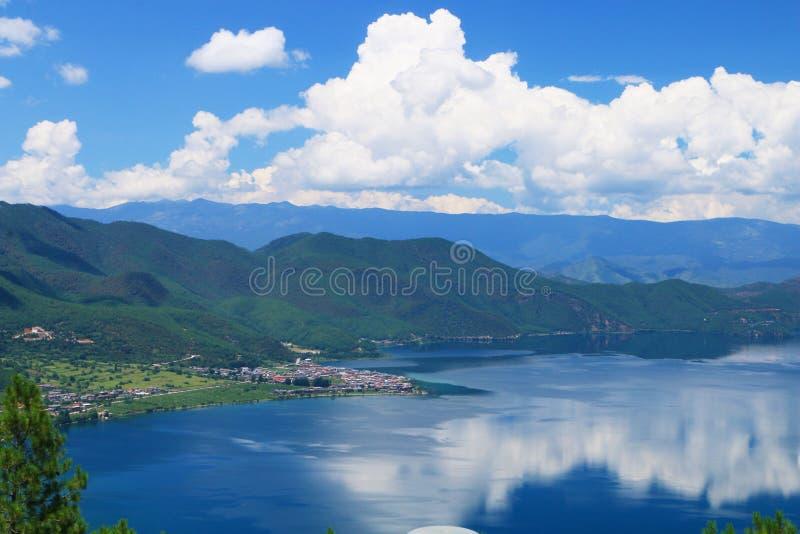 Cenário de Daloshui do lago Yunnan Lijiang Lugu fotografia de stock