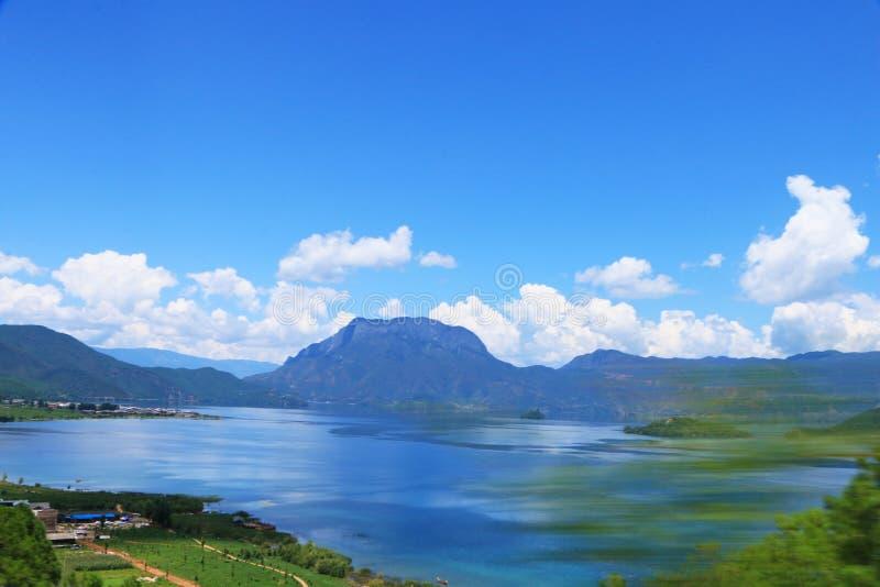 Cenário de Daloshui do lago Yunnan Lijiang Lugu fotos de stock royalty free