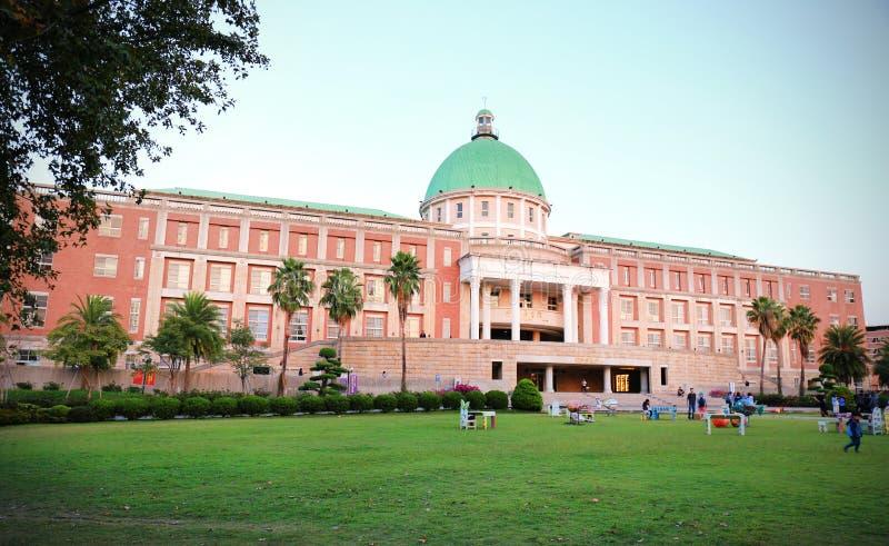 Cenário do campus universitário asiático foto de stock royalty free
