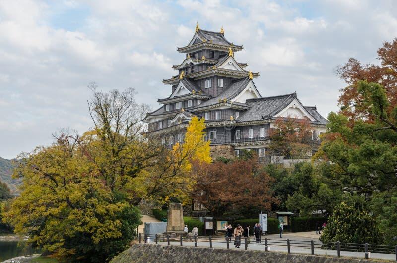 Cenário do outono do castelo de Okayama em Okayama, Japão imagens de stock royalty free