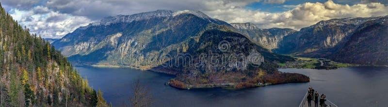Cenário do panorama da montanha de Hallstatt - Skywalk, austríaco Apls foto de stock royalty free