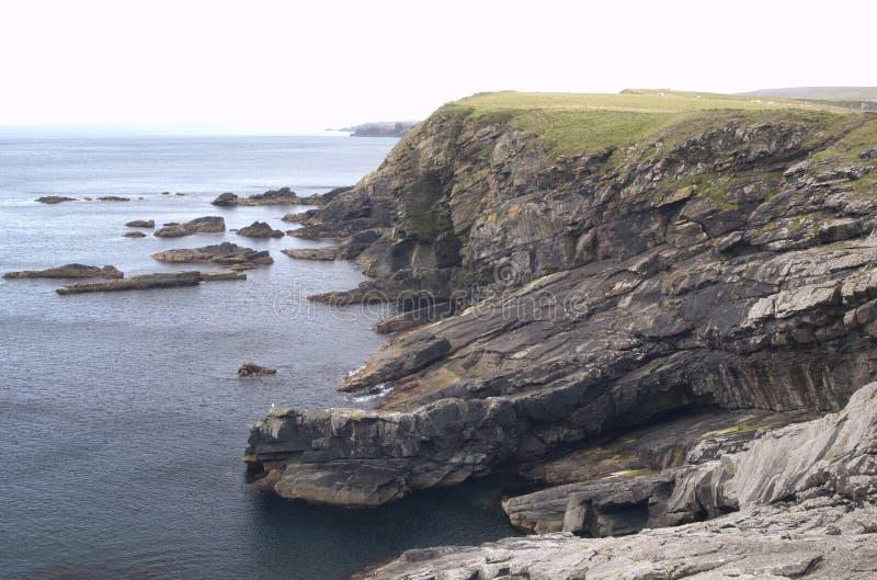 Cenário do penhasco nas ilhas de Shetland imagem de stock royalty free